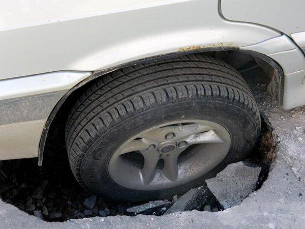 при попадании в ямы и неровности часто появляется грыжа на колесе