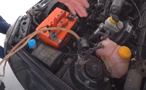 аккумулятор был разряжен до такого состояния, что невозможно запустить перед подключением