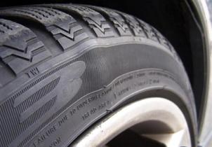 Причины появления грыж на шине