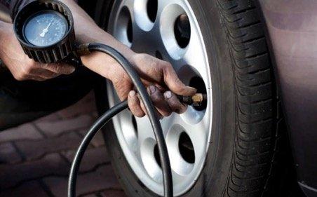 проверка давления в шинах на машине