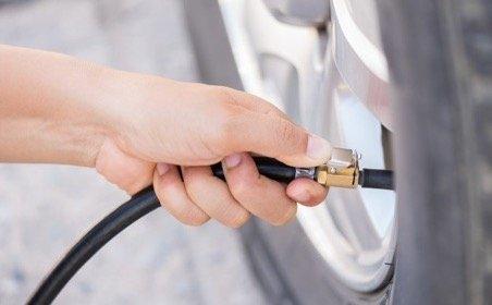 проверять давление в шине необходимо минимум 1 раз в месяц