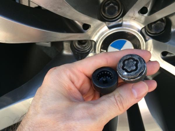 Снятие секреток с колес машины BMW